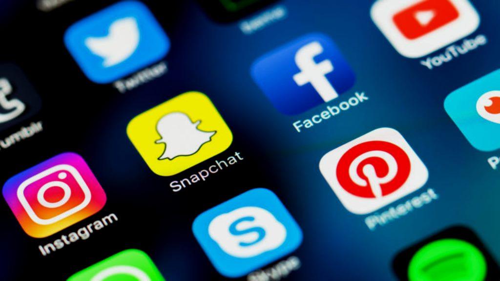 Social media & Public Relations | Vikipedia